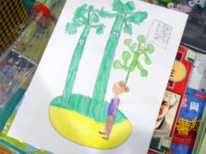 這張模仿書中插圖的畫作中,還加入了前一個故事中,麻雀對小蟲口感的描述,「軟軟的、滑滑的、蠻好吃的嘛!」