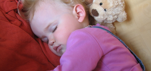 asleep-napping-snoozing-during-the-day-on-the-sofa-15-fifteen-month-old-toddler-with-her-favourite-teddybear-soft-toy-1-DHD